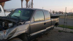 Chevy Silverado 2001 for Sale in Bakersfield, CA