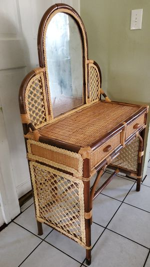 Table with mirror for Sale in Lynwood, CA
