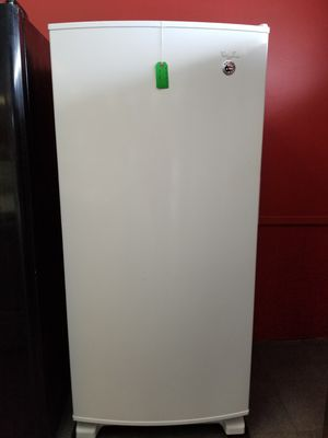 Whirlpool upright 16 cubic ft. Upright freezer. for Sale in Holiday, FL