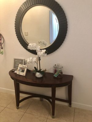 ENTRANCE TABLE WITH MIRROR for Sale in Miami, FL