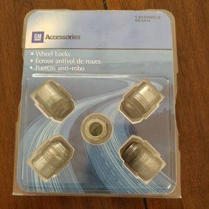 Original GM accessories #12498073 Locking Lug nuts. for Sale in Dearborn, MI