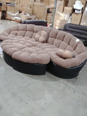 Sectional. Brand new for Sale in Los Angeles, CA