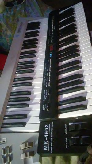 2 midi keyboards in excellent condition. for Sale in Sugar Creek, MO