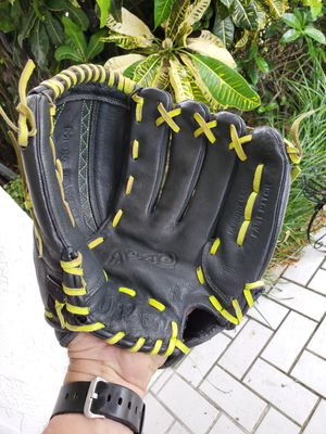 WILSON 12 INCH FASTPITCH GENUINE LEATHER BASEBALL / SOFTBALL GLOVE #A0440SA12 for Sale in Boca Raton, FL