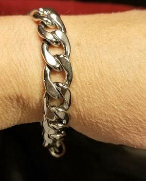 Silver Stainless Steel Cuban Curb Chain Bracelet. for Sale in Amarillo, TX