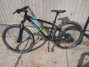 X caliber trek bike very good condition only asking for 500 but willing to go lower for Sale in NO POTOMAC, MD