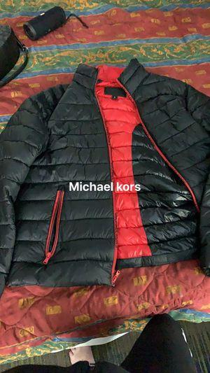 Michael kors poofy jacket for Sale in Nashville, TN