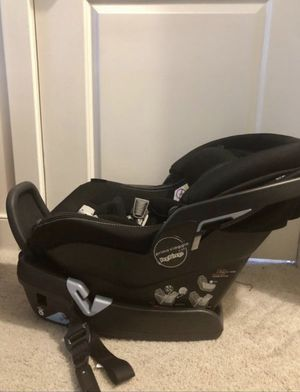 Car seat with base - Peg perego, 4-35 lbs for Sale in Alexandria, VA