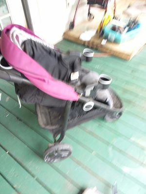 Stroller and car seat combo for Sale in Youngstown, FL