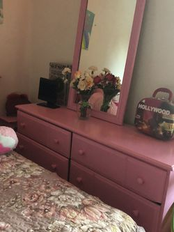 Nice Dresser With Mirror for Sale in Everett,  WA
