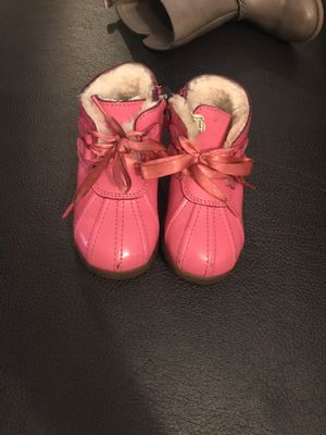 LITTLE GIRL UGG BOOTS SIZE 7c for Sale in Cleveland, OH