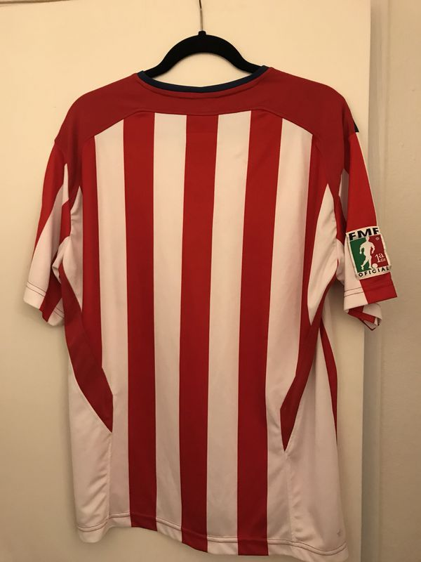 8d83a44b544 Chivas jersey autographed and in very nice condition size is large ...