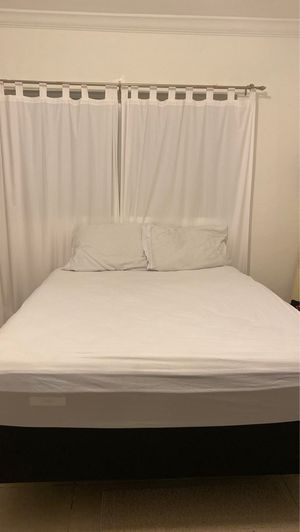 Mattress Firm (Queen, includes bed frame) for Sale in Coral Gables, FL