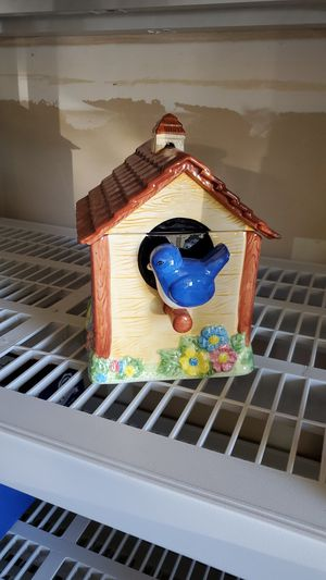Birdhouse collectible cookie jar. for Sale in Fresno, CA