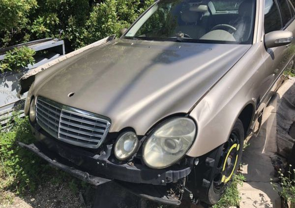 Mercedes E500. For parts only