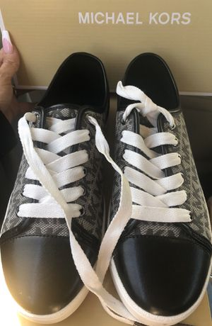 NEW WOMEN SIZE 6.5 MICHAEL KORS SNEAKERS for Sale in Dallas, TX