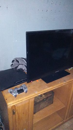 Emerson TV and PlayStation 3 with controller for Sale in Tucson, AZ