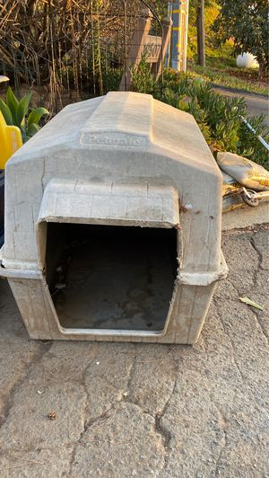 Pet mate dog house for Sale in Vista, CA