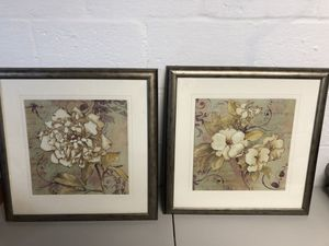 Wall art with flowers set of 2 for Sale in North Springfield, VA