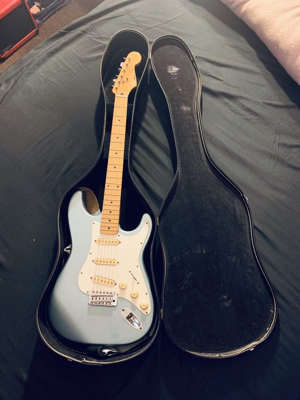 Squier Affinity Series Stratocaster HSS Limited Edition (Electric Guitar) Ice Blue Metallic