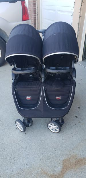 Britax B-Agile double stroller for Sale in Corona, CA