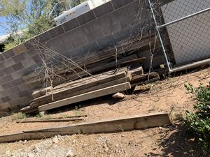 Free scrap wood posts for Sale in Fort McDowell, AZ