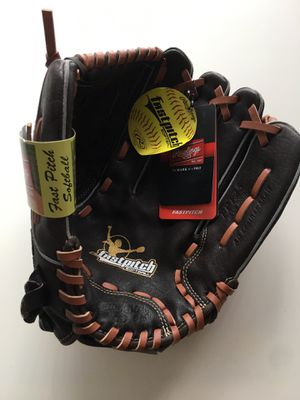 Softball Glove $20 for Sale in Queens, NY