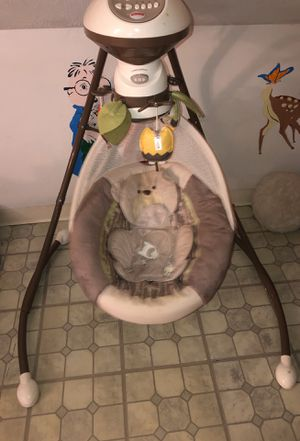 Fisher Price Baby Swing for Sale in Cleveland, OH