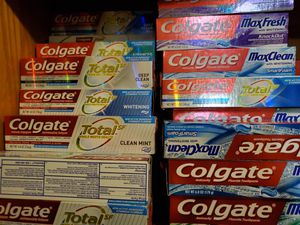 5 toothpastes for $10 5 pastas por $10 for Sale in Mesquite, TX