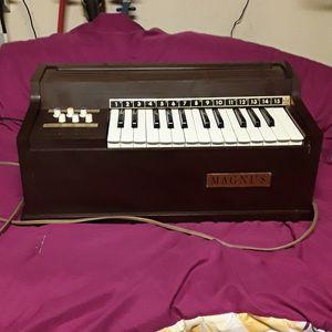 Vintage Magnus 300 Electric Chord Organ for Sale in Willow Springs, CA