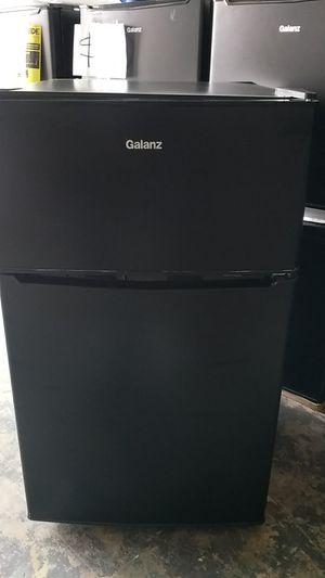 Mini refrigerator 2 door black for Sale in Miami, FL