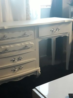 Vanity desk for Sale in South Gate, CA