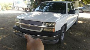 Chevy silverado 2004 clean title for Sale in Sanger, CA