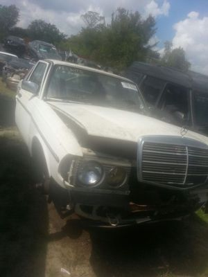 Mercedes 300D Parts 1981 turbo diesel for Sale in Houston, TX