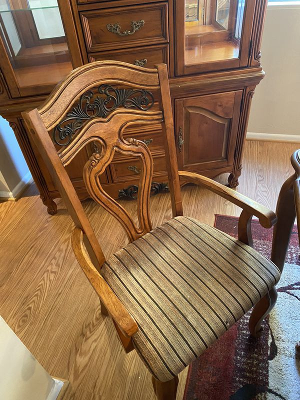 Pine Dining Room Table With 6 Chairs And Hutch