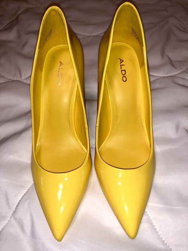 !MUST GO GIVE ME YOUR BEST OFFER! Yellow pump heels (Aldo) used once size 7 1/2 good condition