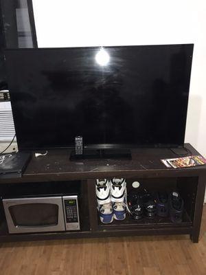 5'5 vizio smart tv with remote for Sale in The Bronx, NY