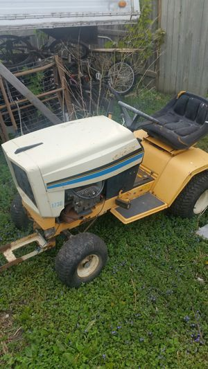 Older 17hp club cabet riding lawnmower for parts for Sale in Onawa, IA