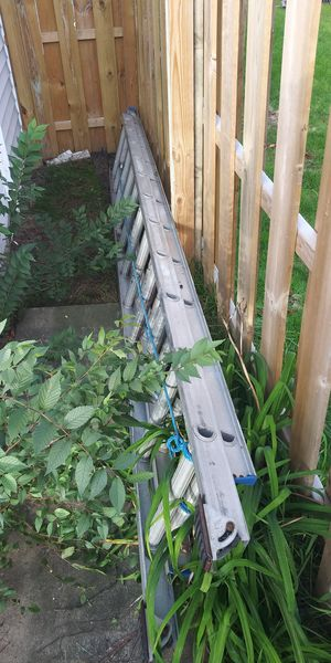 24ft extension ladder. for Sale in Chicago, IL