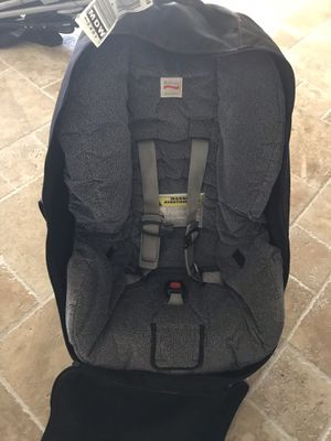 Car seat w/cover for traveling Britax for Sale in Burr Ridge, IL