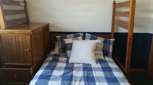 American Signature twin over full bunkbeds with side cabinet for Sale in Chicago, IL