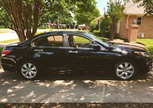 Price $8OO Owner of 2OO9 Honda Accord for Sale in Fresno, CA