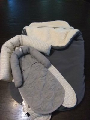 Winter car seat cover and two head supports for Sale in BRECKNRDG HLS, MO