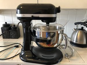 Kitchenaid 6qt stand mixer for Sale in Warren Air Force Base, WY