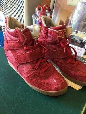 Skechers women's shoe for Sale in Tacoma, WA