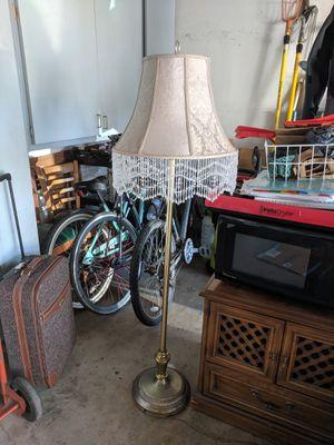 Floor lamp for Sale in La Habra Heights, CA