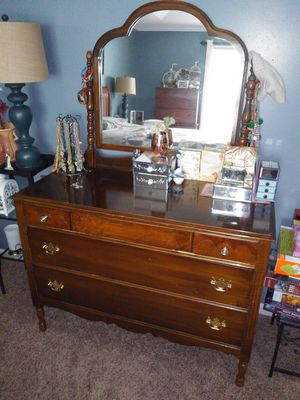 Antique dresser for Sale in Atlanta, GA