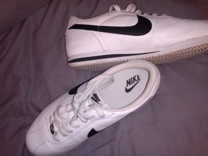 Nike Cortez Basic Leather Men's Casual Shoes Size 10 for Sale in Haltom City, TX