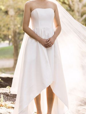 Nearly new wedding dress size 4-6 for Sale in Seattle, WA