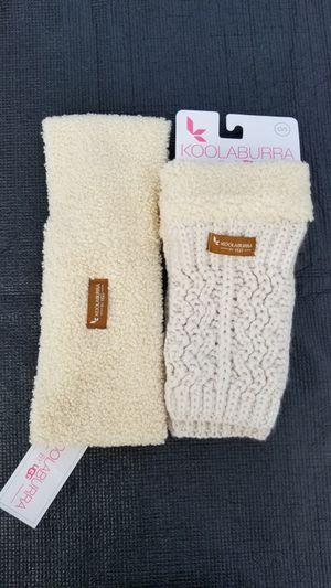 Koolaburra by ugg head and fingerless glove set for Sale in Chicago, IL